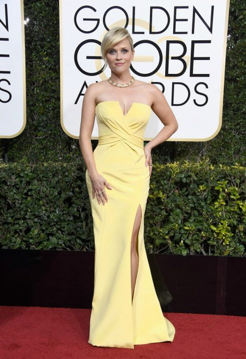 Reese Witherspoon trong thiết kế của Versace
