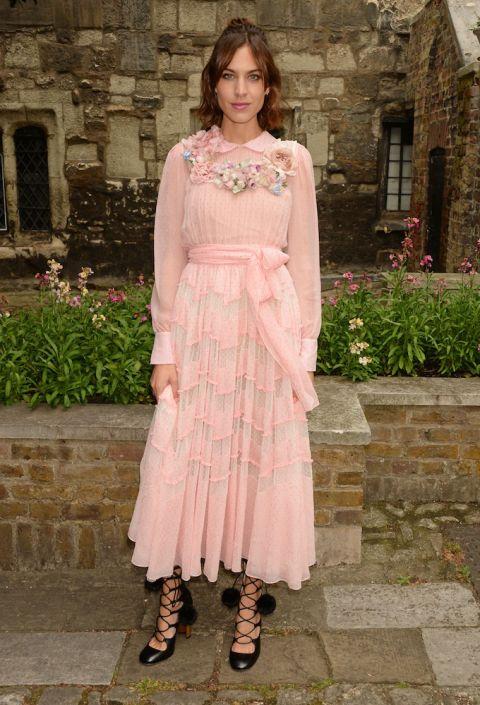 Diện đầm hồng của Gucci tại Show diện Cruise 2017 của thương hiệu tại London