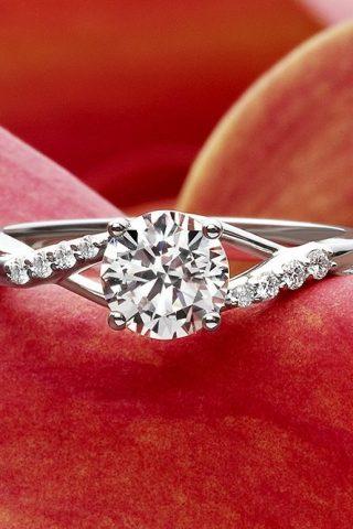 Chọn nhẫn đính hôn cho nàng theo cung hoàng đạo