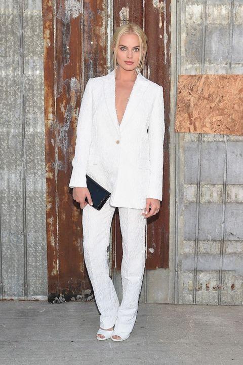 Trong trang phục của Givenvy tại Show diễn Xuân-Hè 2017 của nhà mốt này