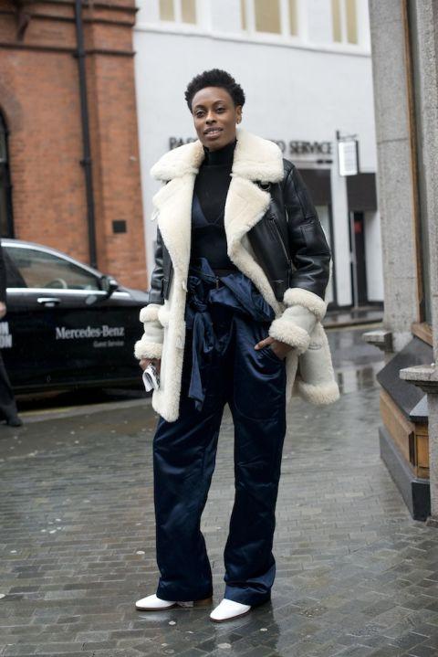 Donna kết hợp áo khoác Coach cùng jumpsuit Topshop khi xuất hiện tại khuôn khổ Tuần lễ thời trang London tháng 2 vừa qua.
