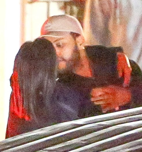 Selena Gomez lộ ảnh hẹn hò với The Weeknd 3
