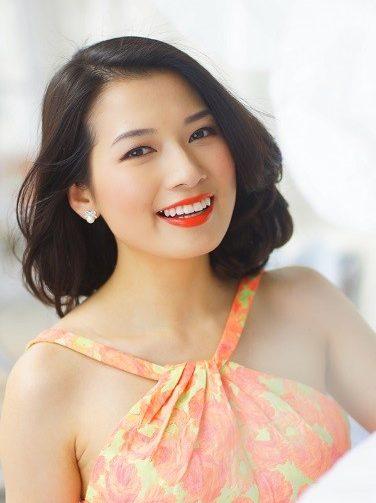 Gặp gỡ Beauty Blogger Trinh Phạm và Phương Ly tại ngày hội Lạc trong men hoa Hà Nội ELLE VN