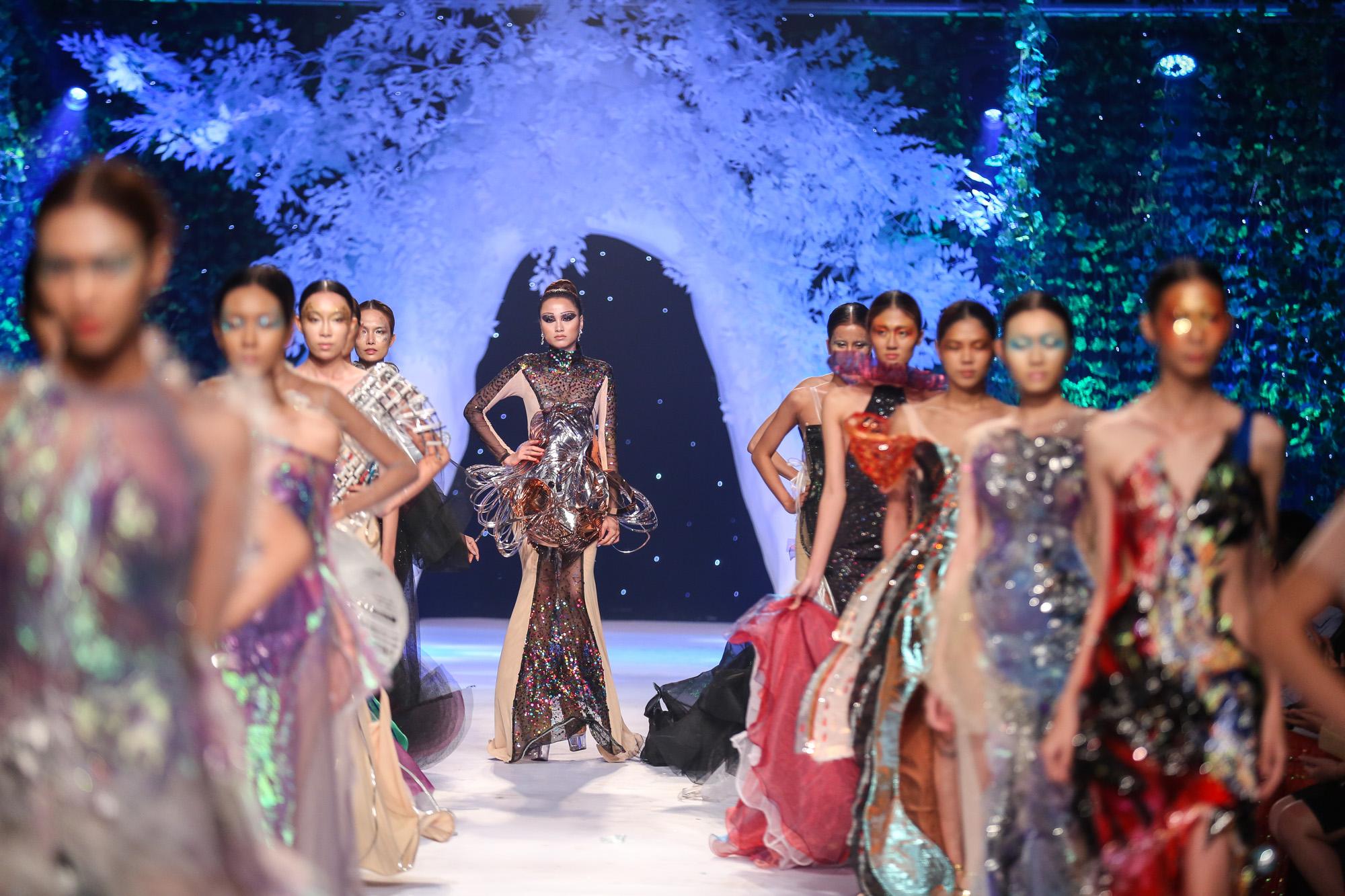 Quỳnh Paris Deja Vu show - elle vietnam 3