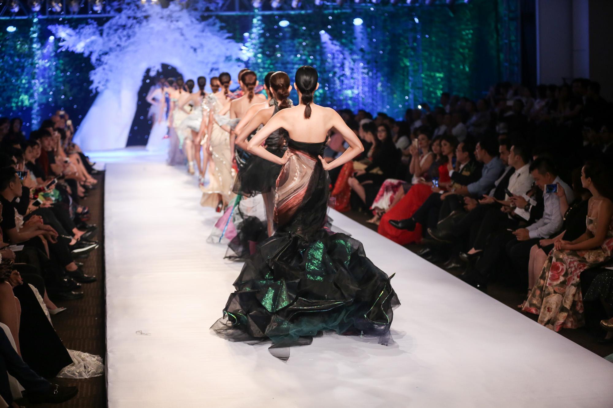 Quỳnh Paris Deja Vu show - elle vietnam 4