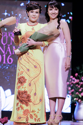 Danh hài Việt Hương nhận danh hiệu