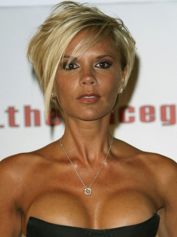 Victoria Beckham thừa nhận đã từng bơm ngực và bị bắt nạt ở trường
