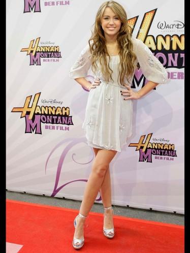 Miley-Cyru-bien-hinh-theo-nhung-bien-chuyen-cua-chuyen-tinh-cam-03
