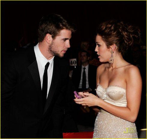 Hình ảnh Miley Cyrus bên cạnh Liam