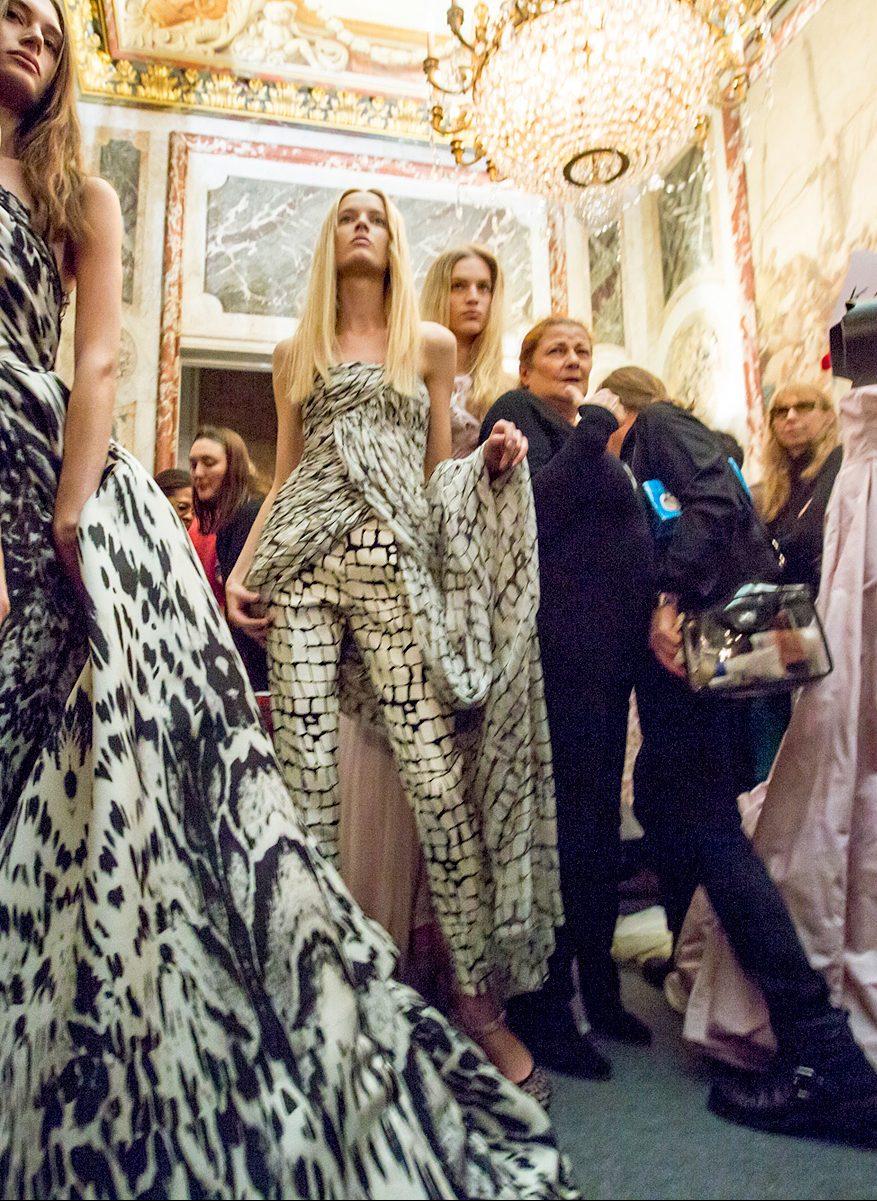 Haute Couture - Thế giới thời trang xa hoa, khốc liệt bậc nhất