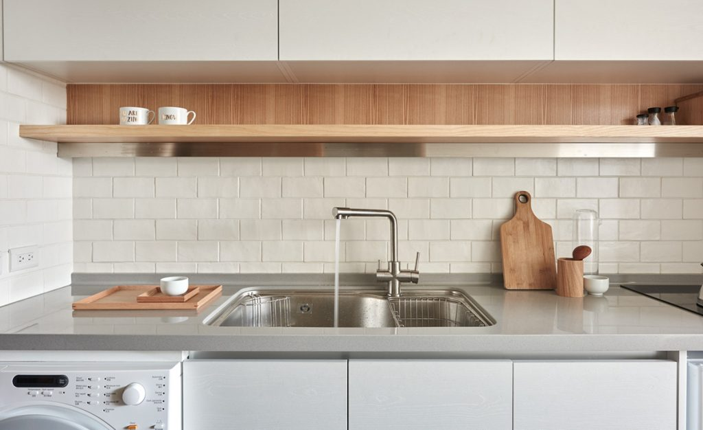 11.kitchen-with-subway-tile-and-wood-accents