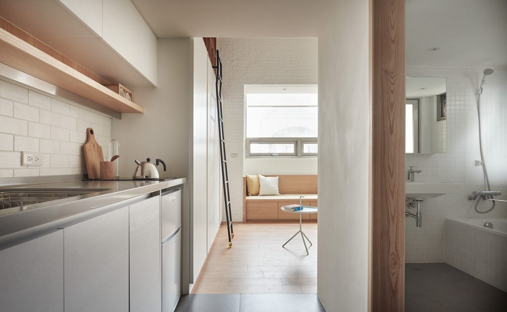 12.white-and-wood-small-apartment-decor