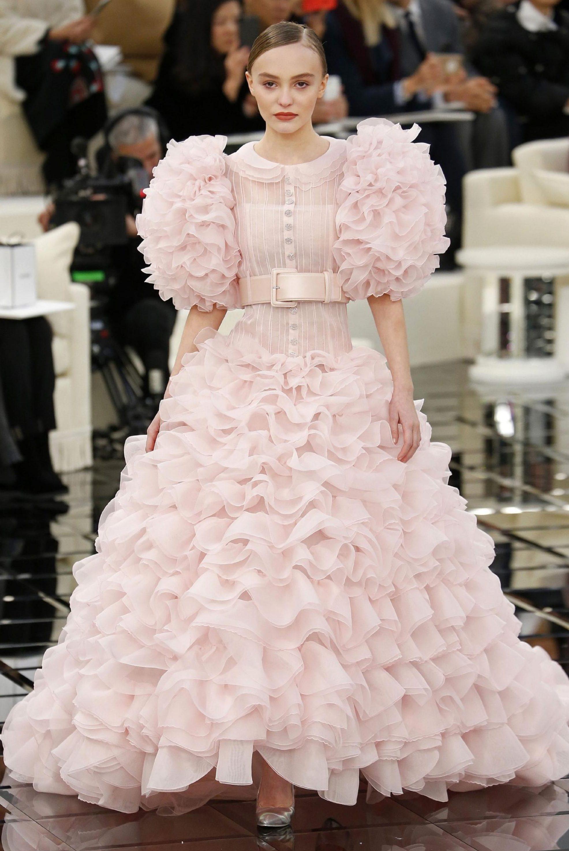 14 bộ váy lấy cảm hứng Disney trong Paris Haute Couture 2017