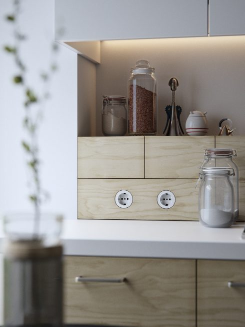 6.Mason-jars-light-wood-panelling-indie-kitchen