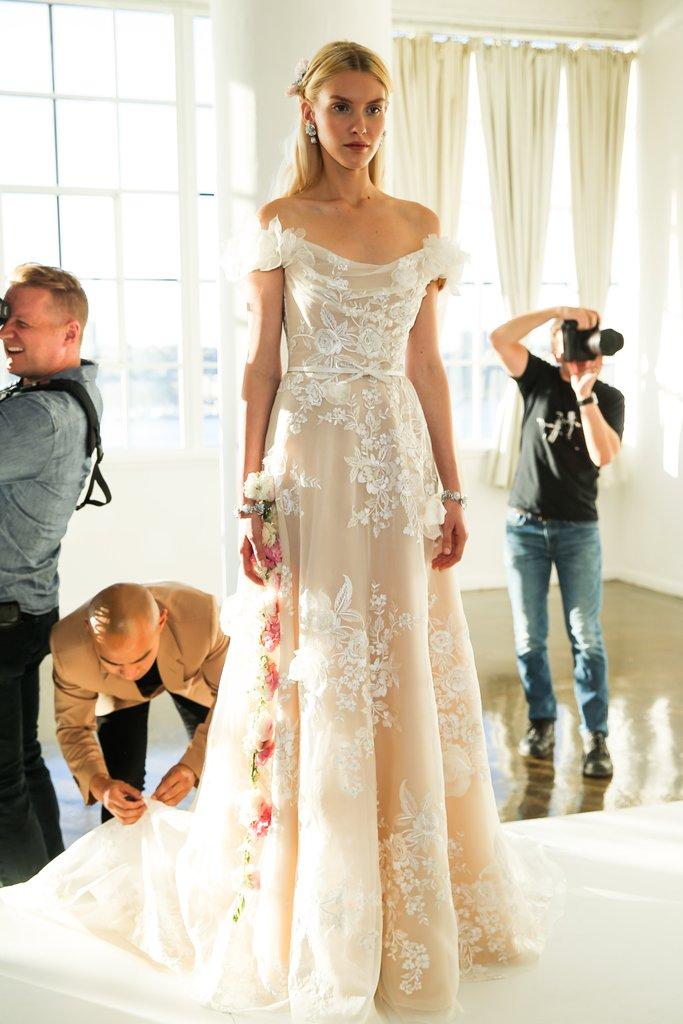 77 mẫu váy cưới đẹp nhất Tuần lễ thời trang Thu-Đông 2017