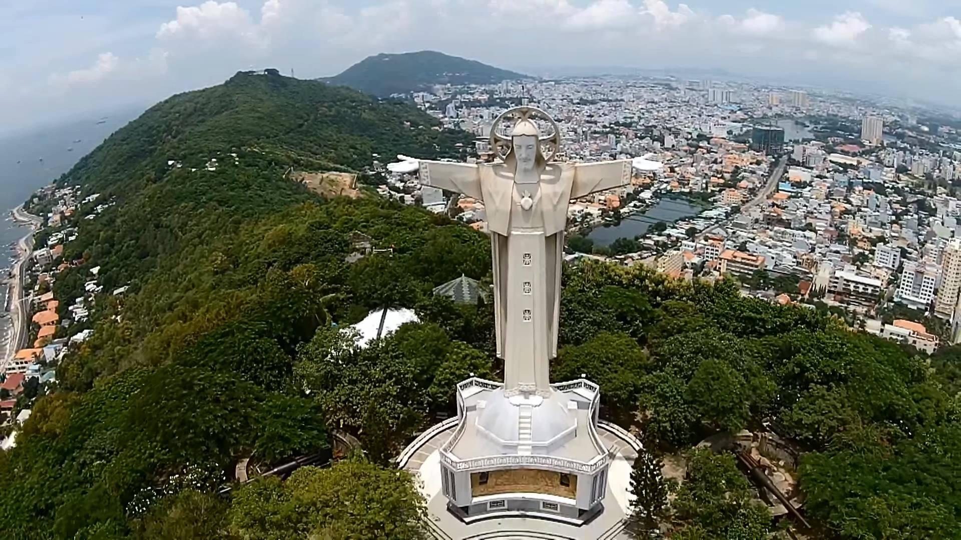 địa điểm hành hương - tượng chúa Kito - elle vietnam