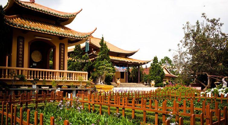 địa điểm hành hương miền Nam - Trúc Lâm thiền viện - elle vietnam
