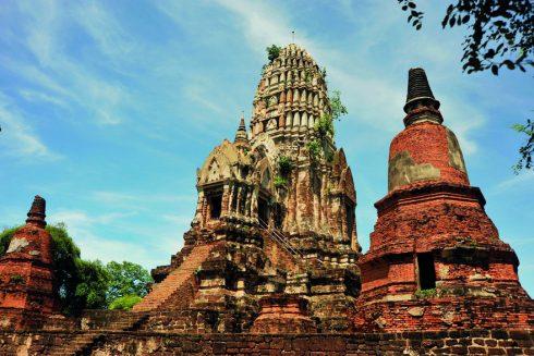 Prang và Chedi, hai hình thái kiến trúc tháp Phật đặc trưng của cố đô Ayutthaya.