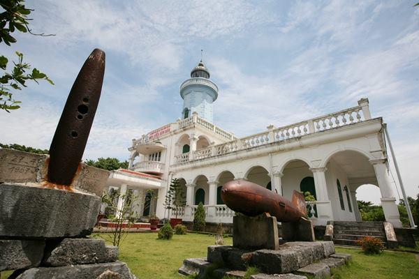 ngọn hải đăng Việt Nam - Hòn Dấu - elle vietnam