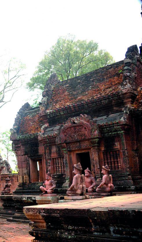 Tìm hiểu Quần thể Angkor Wat Tuyệt mỹ về điêu khắc ở đền Banteay Srey 7
