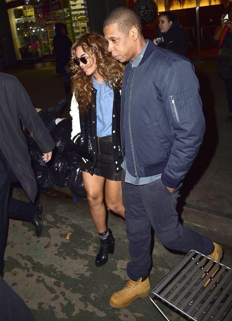 Trái ngược với những cặp đôi khác, Beyonce cùng Jay-Z chọn cho mình phong cách bụi bặm, cá tính khi ra ngoài cùng nhau