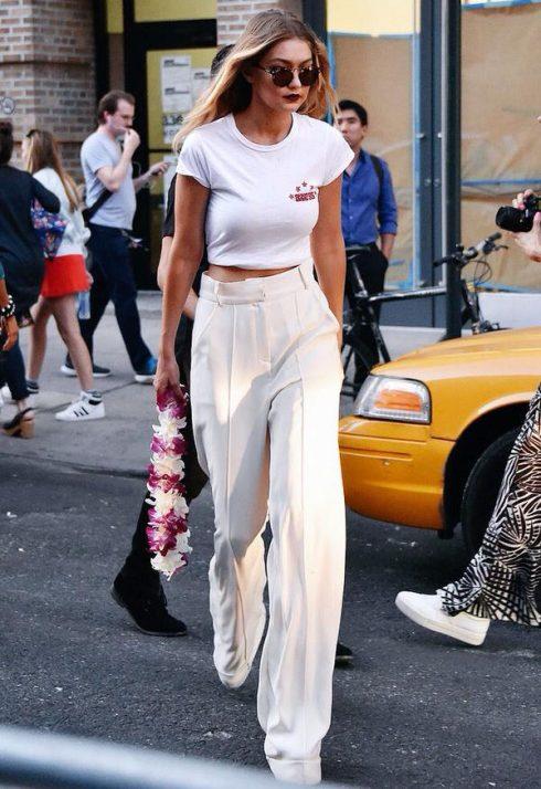 Muôn kiểu mặc đẹp với áo thun trắng 1211