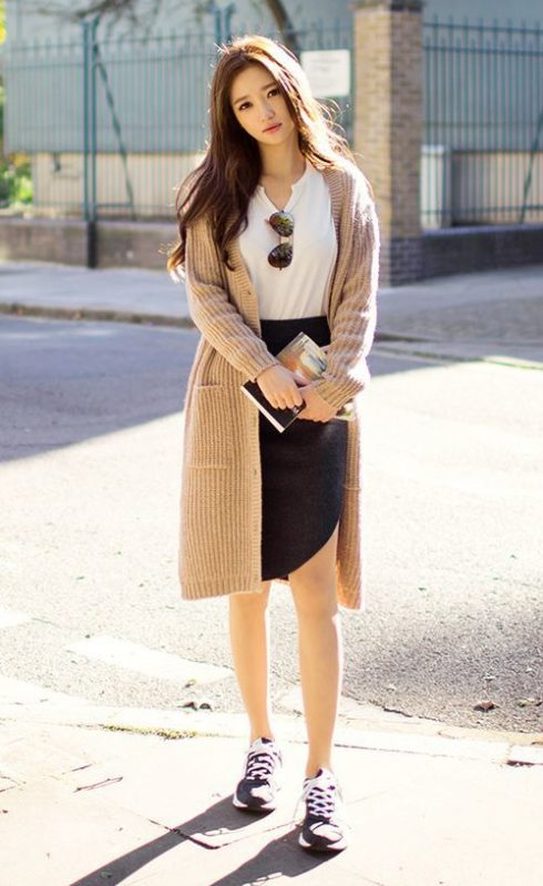 Muôn kiểu mặc đẹp với áo thun trắng 120780
