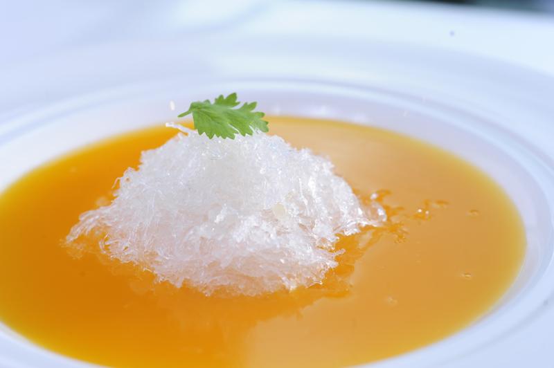 Nhà hàng Long triều - súp yến bí đỏ