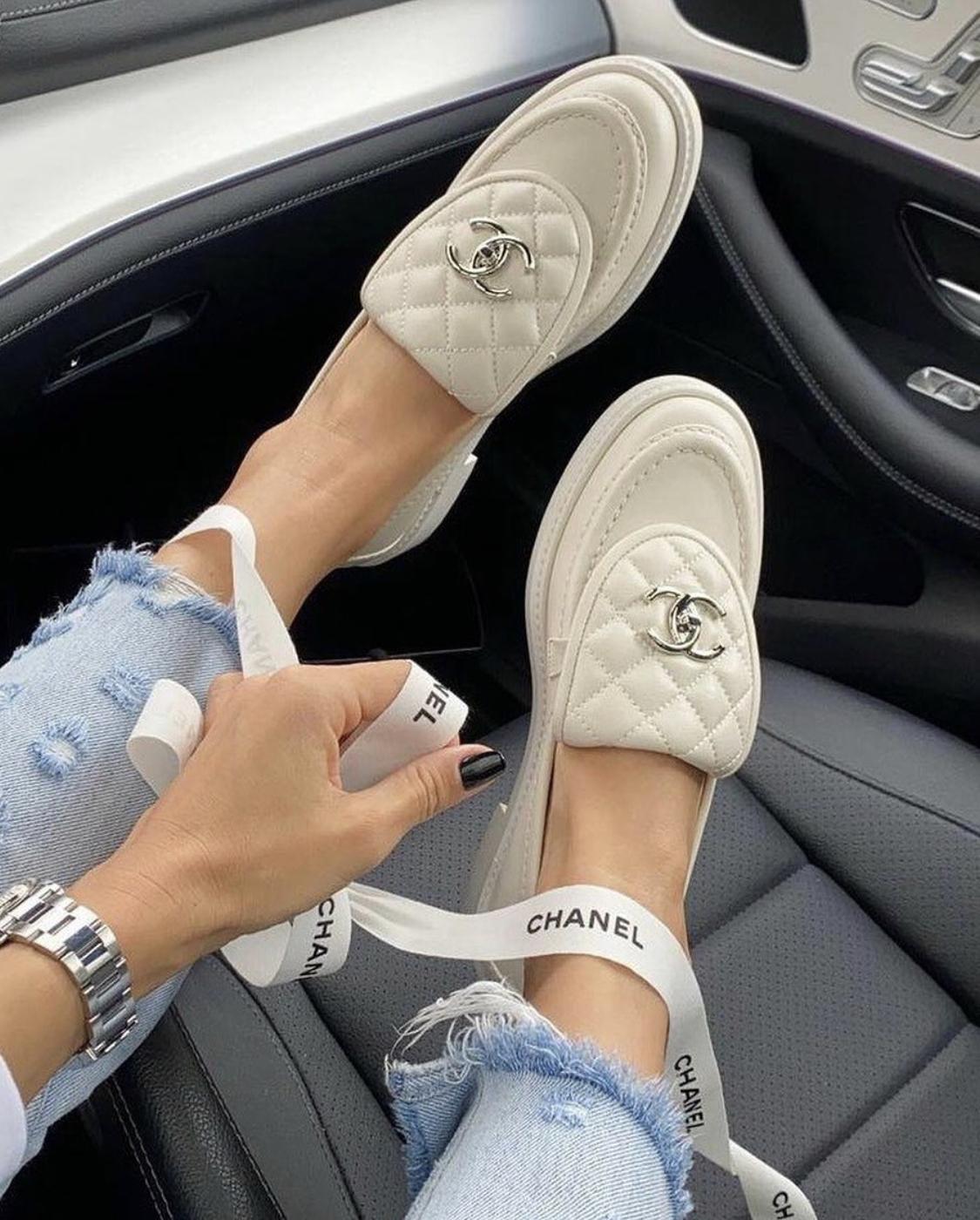 Giày lười chanel trắng
