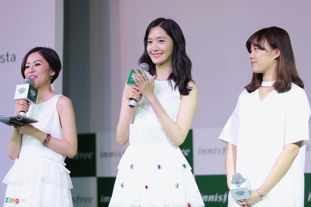 Cận cảnh nhan sắc xinh đẹp của Im Yoona tại innisfree Festa ELLE VN