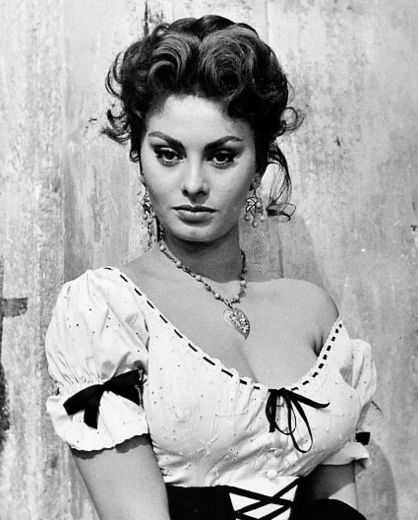 10 chiến thắng đặc biệt nhất trong lịch sử giải thưởng Grammy - Sophia Loren thắng giải Grammy