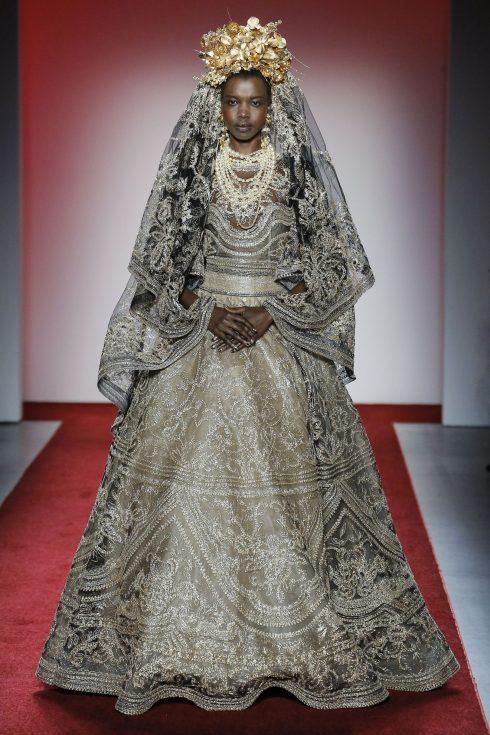 Chiếc váy cưới khép lại show diễn