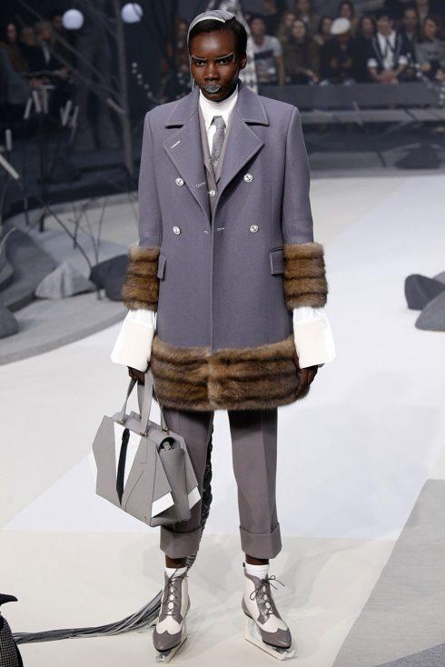 Thom Brown lại mang tới 1 chiếc túi độc đáo nữa bên cạnh chiếc túi Hector