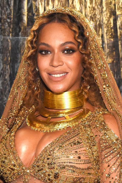 Sao nữ trang điểm đẹp nhất tại Grammy 2017 ELLE VN