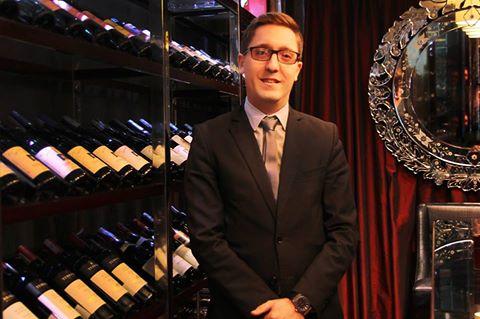 Sinh ra và lớn lên tại Pháp, Antoine Huc thông thạo tiếng Anh và tiếng Ý. Anh sẽ tiếp tục sự nghiệp tại Hà Nội sau hơn 10 năm làm việc tại các nhà hàng, khách sạn hàng đầu thế giới.