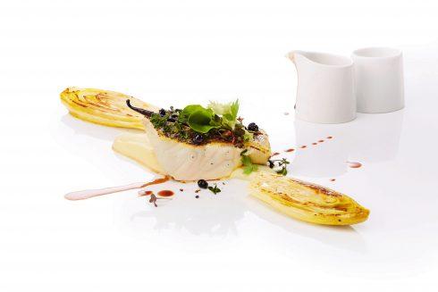 Cá mú áp chảo kèm rau xà lách đắng hầm