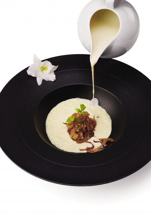 Súp kem hành hương vani, nghệ tây và hành ngào đường