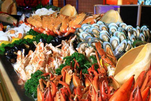 Buffet hải sản với các loại thực phẩm thượng hạng vào ngày Quốc tế Phụ nữ 8/3/2017.