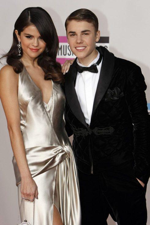 Miley Cyrus và Selena Gomez