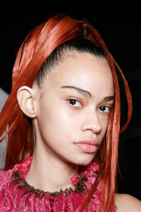 Khám phá các kiểu tóc đẹp tại hậu trường London Fashion Week 2017 ELLE VN