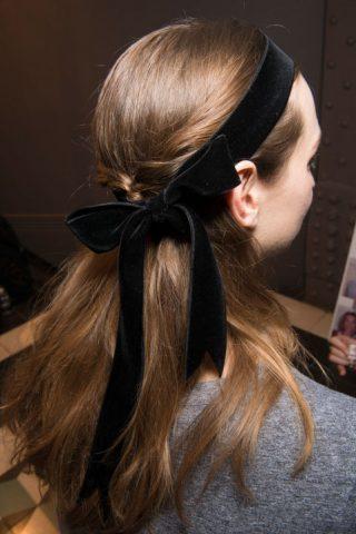 Khám phá 17 kiểu tóc đẹp, độc, lạ tại hậu trường London Fashion Week 2017