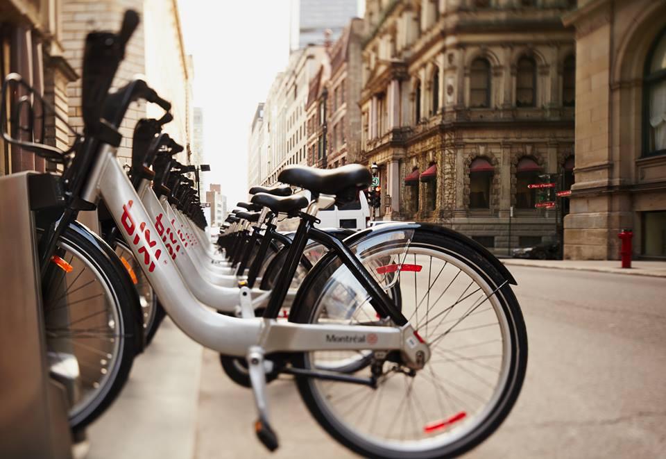 Bixi - xe đạp công cộng sẽ giúp bạn Du lịch Canada, 24 giờ thăm thú Montréalphá thành phố theo một góc nhìn mới.