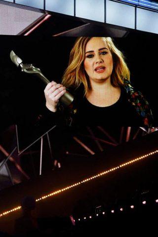 Kết quả BRIT Awards 2017: Adele chỉ đạt duy nhất một giải