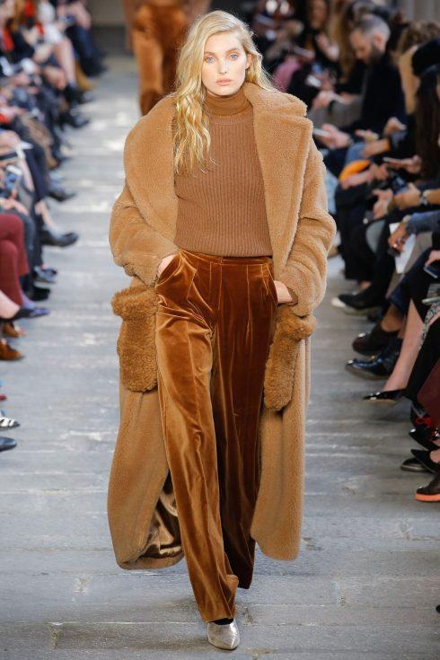 Chiếc áo khoác với phần túi áo nổi bật của Max Mara