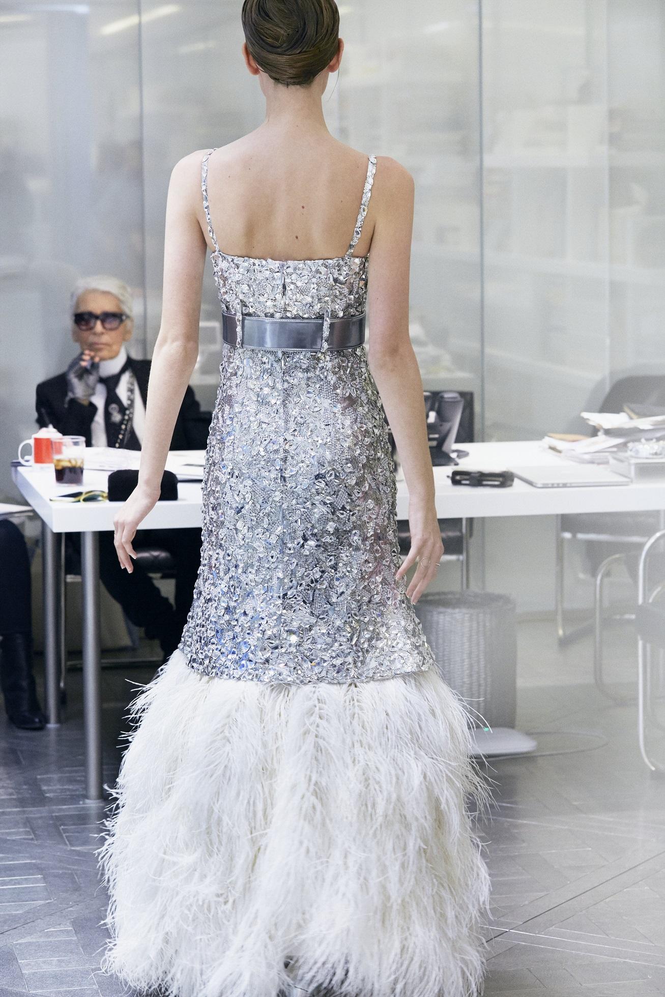 Chanel Haute Couture Xuân Hè 2017 - Đôi tay hiện thực hóa giấc mơ