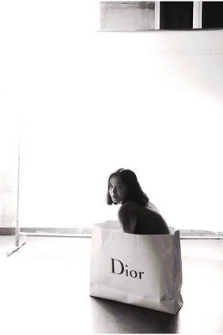 instagram@tangtangstudio - Girl in the Dior bag