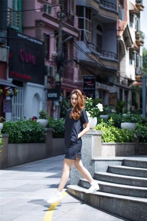 Concept ảnh đường phố luôn được cô nàng thể hiện một cách hoàn hảo.