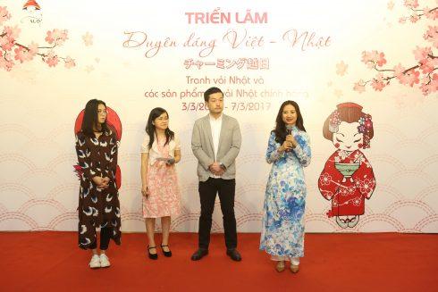 Bà Lê Thu Hiền cùng các đại điện Công ty Yuwa Shoten trả lời phỏng vấn