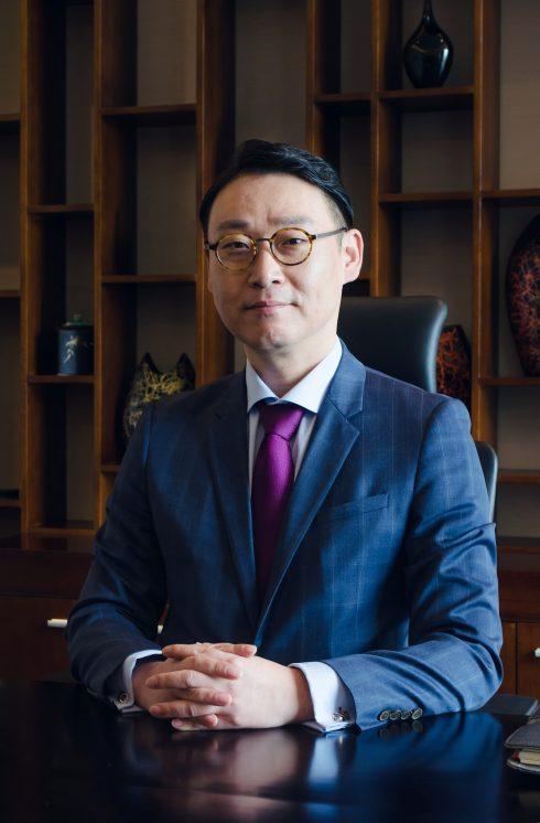 Ông Park Ryan - Giám đốc kinh doanh và tiếp thị mới của Crowne Plaza West Hanoi.