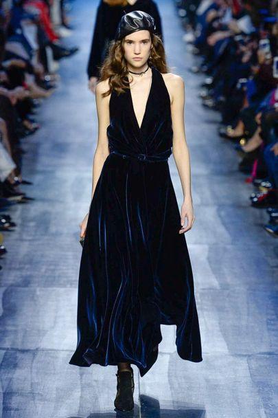 Những thiết kế nhung xanh sang trọng của Dior